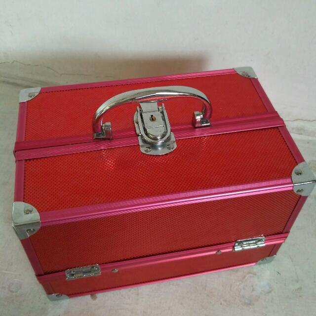 REPRICE BEAUTY CASE ( No Merk) Merah kecil