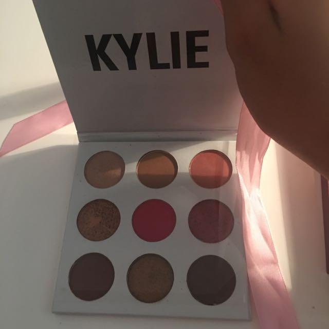 Kylie Kyshadow Burgundy Palette (AA Replica)