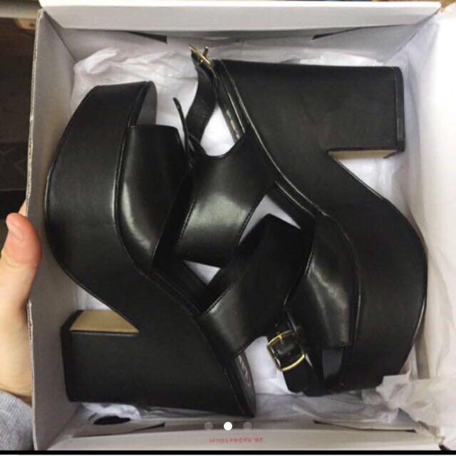 LIPSTIK BLACK WEDGES brand new size 9