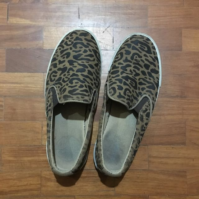 Old Navy Slip-ons Size 8