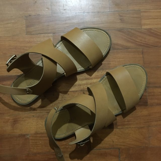 Parisian Sandals Size 9