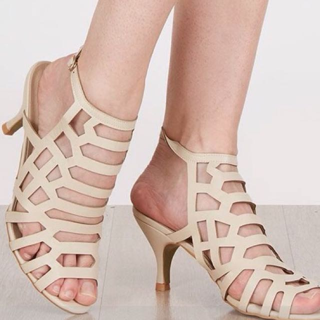Strato Heels 8cm Ukr ( 36/37small) Warna Beige