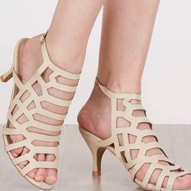 Strato Heels Warna Beige ( 8cm ) Ukr 36 / 37 Kecil