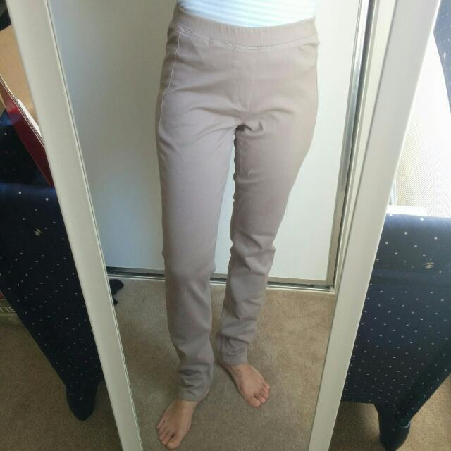 Uniqlo Beige Jeggings