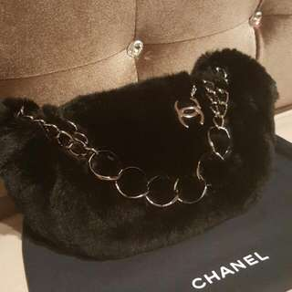 Like new Elegant Chanel bag in fur
