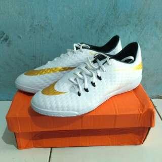 Sepatu futsal NIKE Hypervenom X White Gold