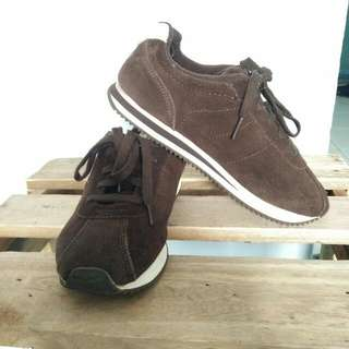 Sepatu Sneakers Polo