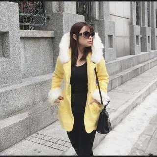 再冷也要美美的約會 - 造型下擺毛圈亮黃大衣