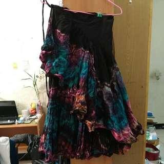 一片綁帶式不規則荷葉邊下擺長裙