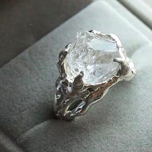 手工製作 重量級 純銀白水晶戒指 男女適戴 (可以免運代購,還有黑色版本)