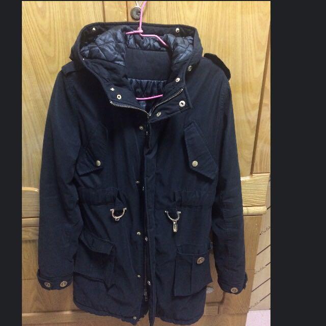 黑色鋪棉防風外套