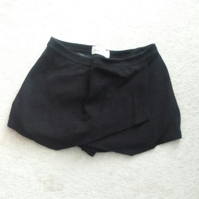 Abercrombie & Fitch Asymmetrical Shorts (Size S)