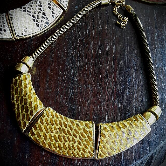 ⛤Burnished Gold Leather Statement Necklace👑
