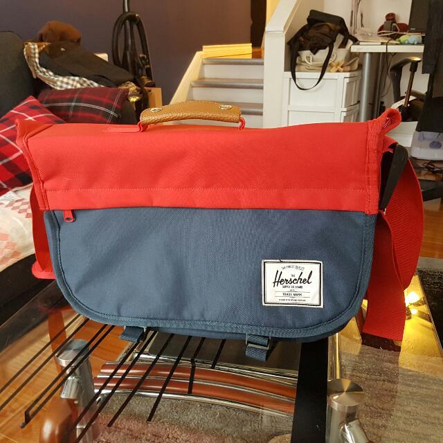 Herschel Messenger Bag