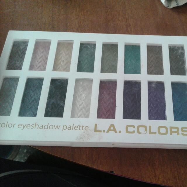 La Colours 16 Palet Eyeshadow.