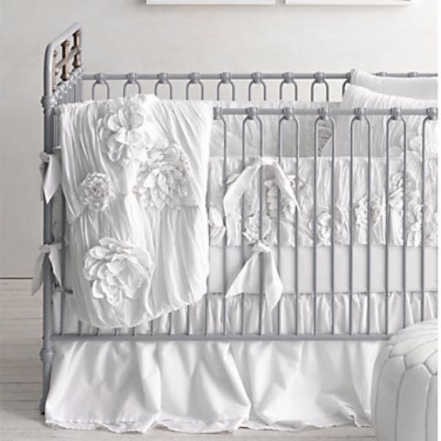 Restoration Hardware Baby & Child - Floral appliqué Crib Bumper (white) (washed appliquéd Fleur)