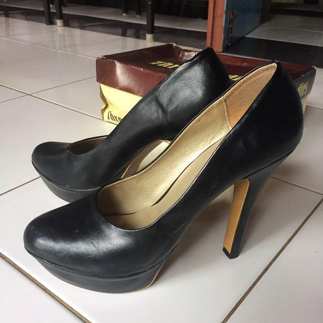 Sepatu Three Ladies Black