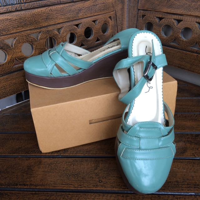 Tosca Wedges