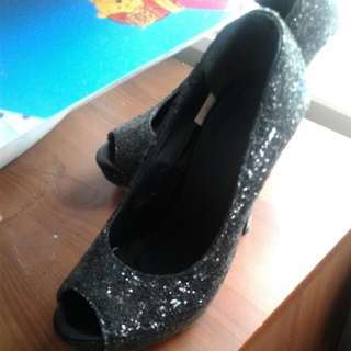 Tiny Size From Thailand Size 35 Black Chippings Loogh Heels For Smaller Woman Or Gal We Bought On Plane From Over Seas Not Another Pair Like This Their All The Way From Thailand Hope Too Find A Sale No 1 Can Fit Them Thanks For Looking