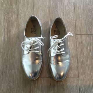 Seed Teen Silver Shoes (Women's Size 37)