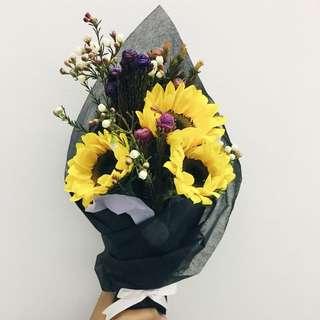 Happ(y)ness (Sunflower bouquet)