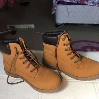 Light Brown Shoes (looks Like Timberlands)
