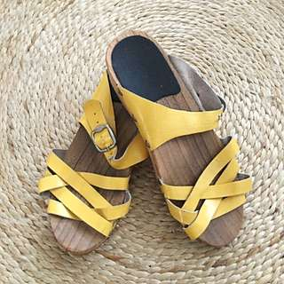 Funkis Yellow Patent Leather Clogs/Sandals