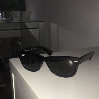 Ray-ban Wayfarer Sunglasses (black, polarised)