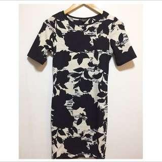 RESERVED UNTIL TUESDAY Topshop shortsleeve black floral dress