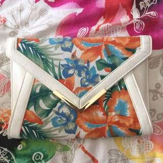 Colette Clutch With Strap