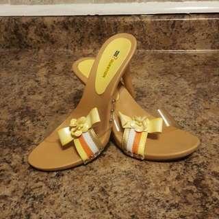 Beach Sandals Size 7