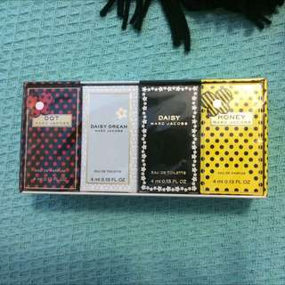 Marc Jacobs Perfume Pack Of 4