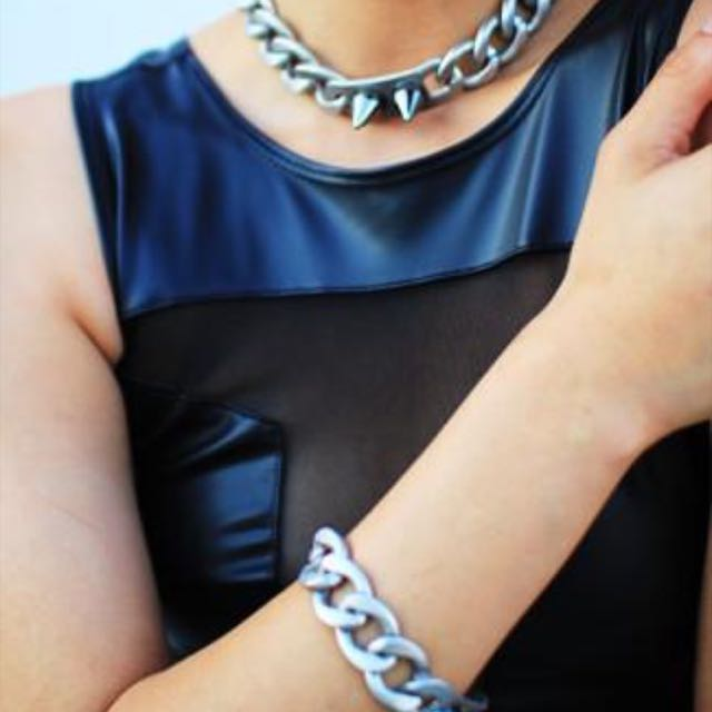 8 Other Reasons The Battle I.D. Choker in Matte Gold RRP$100!