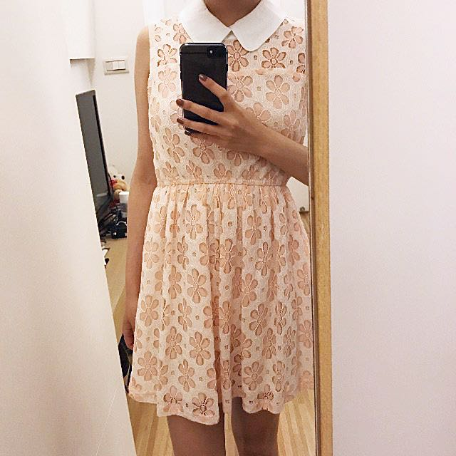 二手 後簍空粉紅蕾絲短洋裝 S