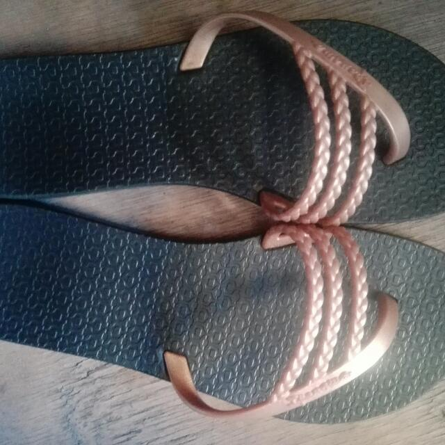 authentic Ipanema slipper s