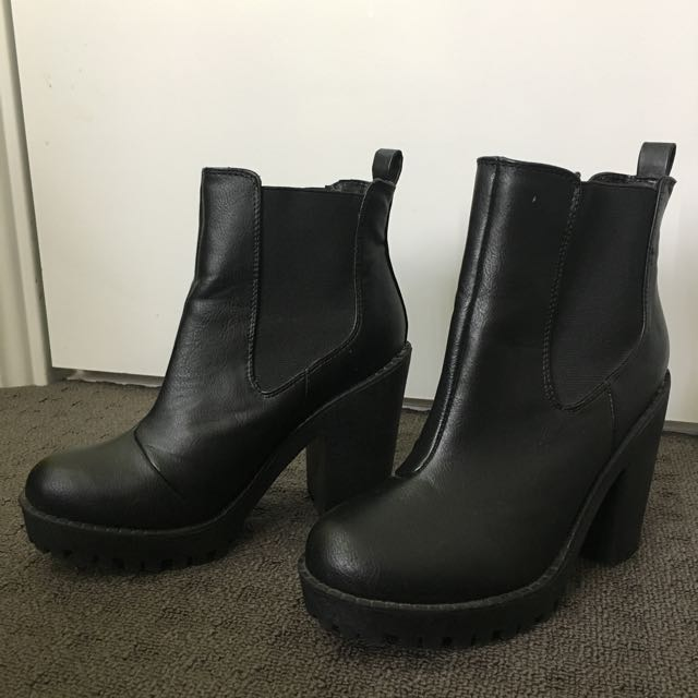 BOOHOO Izzy Elastic Insert Pull on Boot