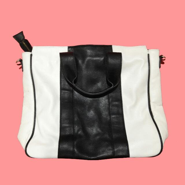 Forever 21 : Black & White Bag