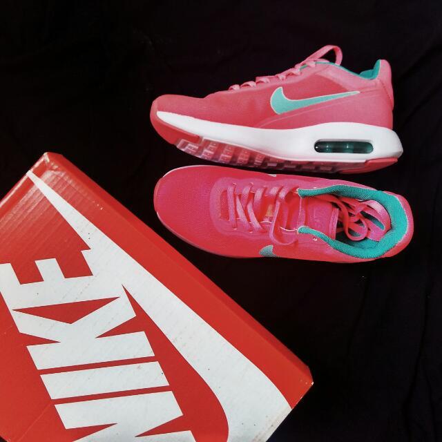 FREE SHIPPING! Nike Airmax Modern Essentials Pink/Green