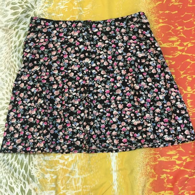 H&M Div Button Down Floral Skirt In Vert Good Condition. Worn 2x Only
