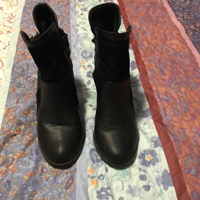 Tempt Boots- Size 9