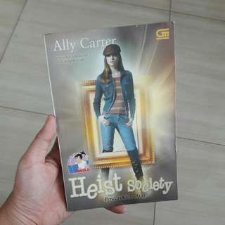 Heist Society by Ally Carter - Indonesian