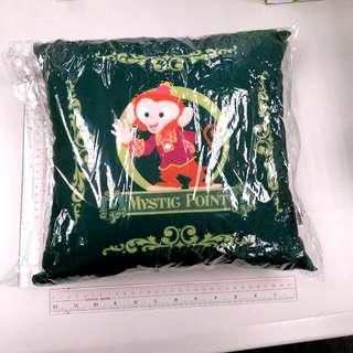 廸士尼咕 disney cushion 30cm x 30 cm x9cm