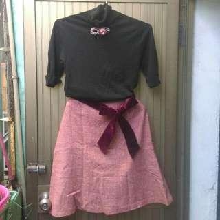 全新中膝裙,毛料,又裡布,專櫃購入,28_29可穿 質感佳 ,搭配容易,暖色系 。含運150。心動價。