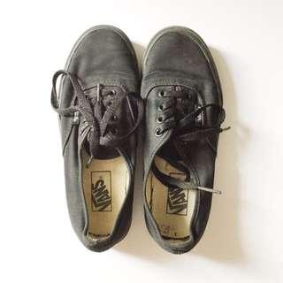 FLASH SALE! Vans Black Sneakers