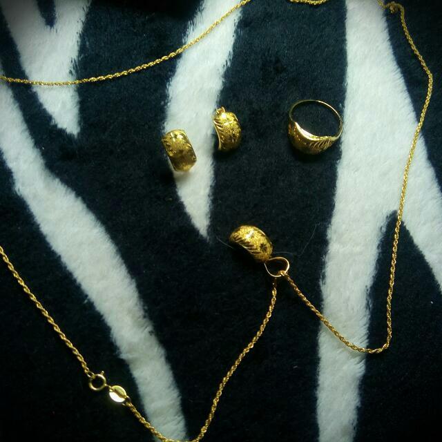 18 karat saudi gold set
