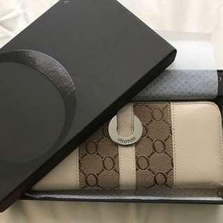 Oroton Essentials Multipocket Wallet
