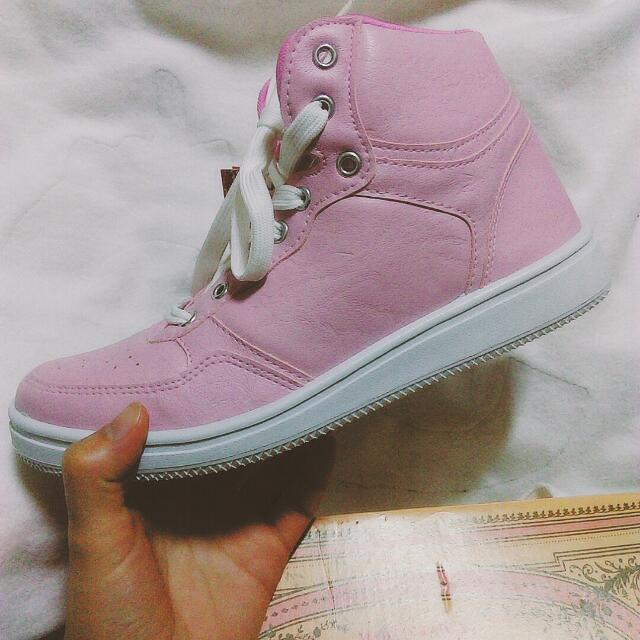 全新粉色球鞋