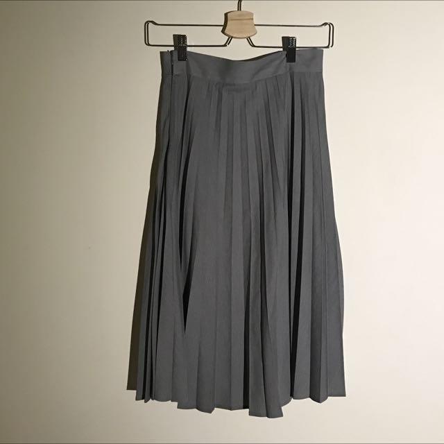 灰色膝下百褶裙