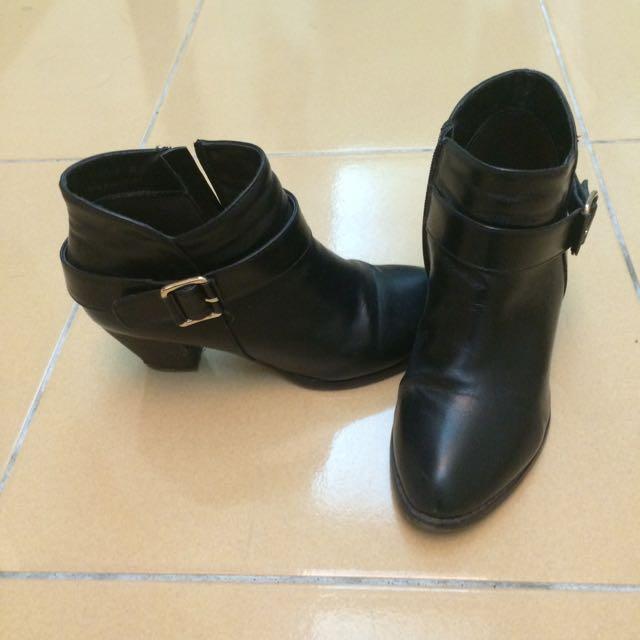 (含運)Amai 粗跟百搭黑色短靴踝靴