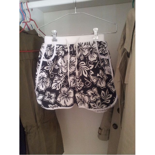 **Black and White Women's Board Shorts Size XS